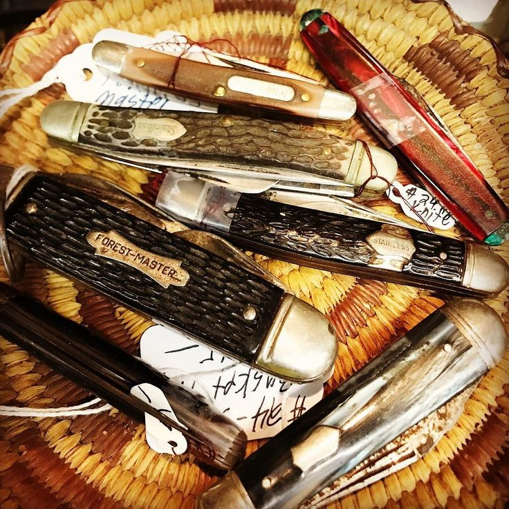 Lots of vintage pocket knives floating around the shop. This bunch is from dealer 24.#fourthstreetantiques #antiquestore #vintagestore #antiques #vintage #temecula #temeculaantiques #murrieta #sandiegovintage #temeculavintage #vintageknives #antiqueshopping #antiquing #temeculawinecountry #shabbychic #vintagepocketknives #shoppingintemecula #french #cottagechic #vintageweddings #decorating #vintagestyle #farmstyletemecula #farmhousestyle #fleamarketfinds