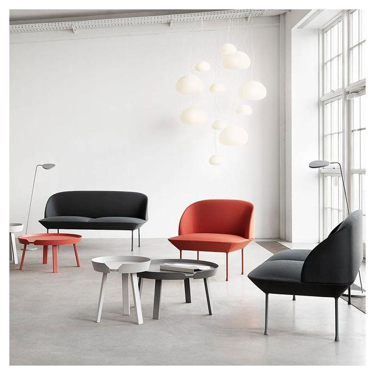 Design remarquable & excellent confort avec ce salon Oslo de la marque danoise Muuto : on aime ses lignes nettes, la qualité et les couleurs des revêtements tissu Kvadrat, le design de la collection de canapé, fauteuil et pouf Oslo est signé Anderssen & Voll