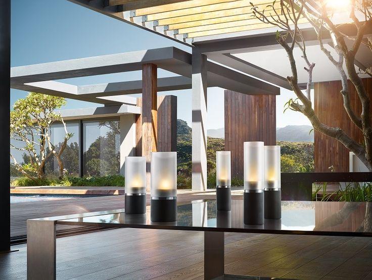 Blomus Faro Windlichtenset: De nieuwste windlichten van Blomus hebben door het gebruik van zwart polystone een stoere uitstraling. #sfeerverlichting #kaarsen