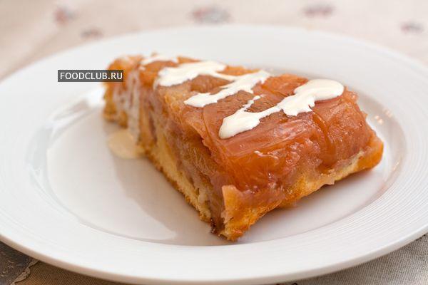 Чудесный и очень популярный рецепт яблочного пирога от Татьяны Толстой. Используйте в рецепте настоящие антоновские яблоки, тогда все получится как нужно. Непременно попробуйте испечь этот вкуснейший перевернутый пирог с большим количеством янтарной яблочной начинки. Мы сделали для вас подробный пошаговый рецепт, сохранив все нюансы авторского описания.