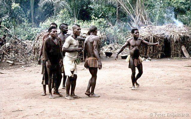 Pygmäen Schrittanz Zentralafrikanische Republik M'Baiki Lobaye