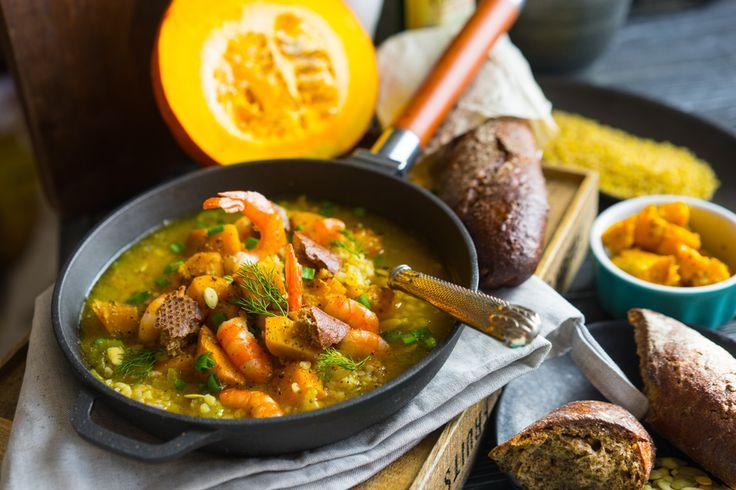Тыквенный суп с бульоном и крупами В выходные я обещал вам хороший суп с тыквой. Тогда я решил, приготовлю его из того, что будет под рукой, и теми способами, которые давно мы не использовали. Давно хотел тыкву именно запечь, с разными травами и оливковым маслом. Аромат на кухне стоит такой, что в какой-то момент думаешь,...