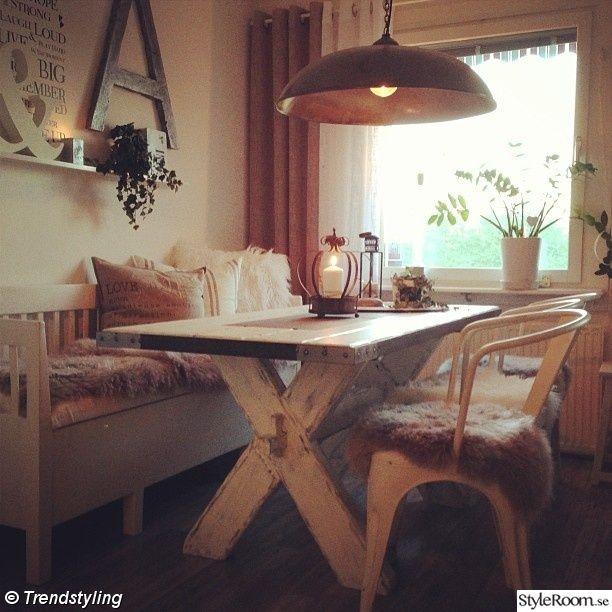 matbord,kökssoffa,lantligt,lampa,industri