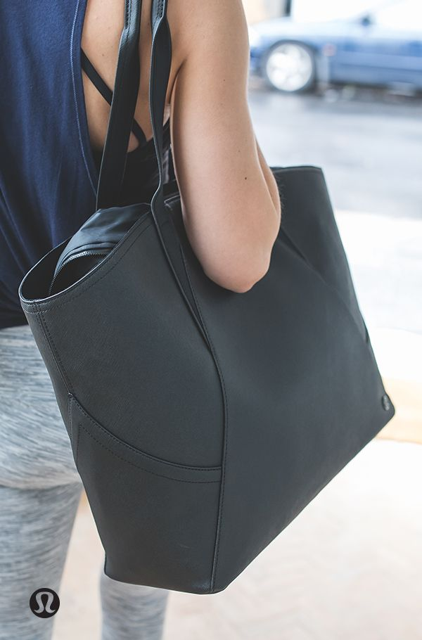 All day, catch-all. This All Day Tote keeps all of your daily essentials close, with a removable pouch to help keep you organized