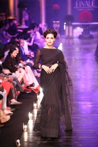 Scarlet Bindi - South Asian Fashion Blog: Lakme Fashion Week Day 6: Archana Kochhar, Shyamal & Bhumika & Sabyasachi