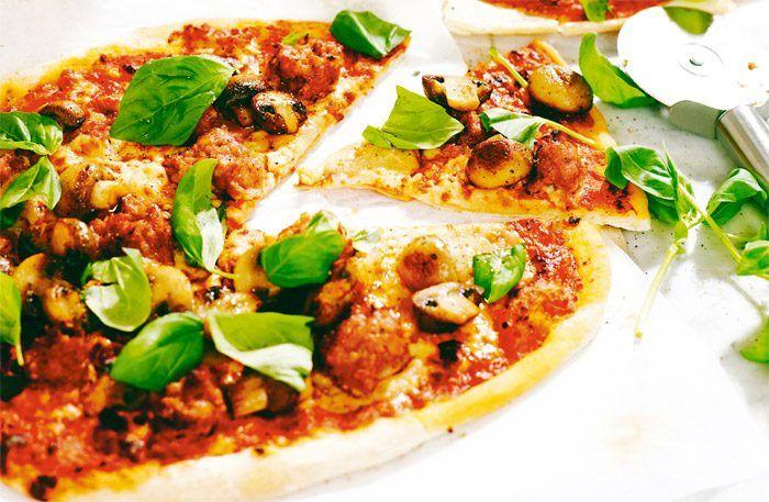 Pizza med färsk salsiccia – hotta upp pizzan med en kryddig korv