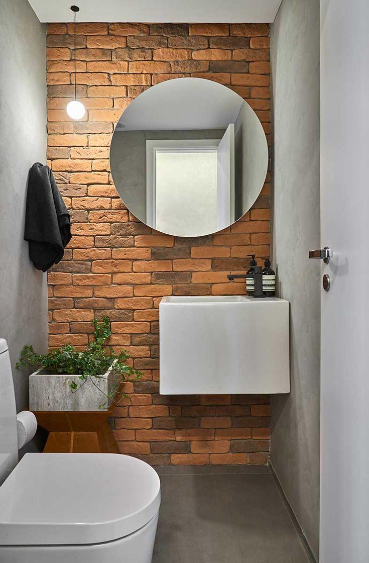Decoração de apartamento minimalista. No banheiro, lavabo, parede de tijolinhos, armário branco e plantas.    #decoracao #decor #design #details