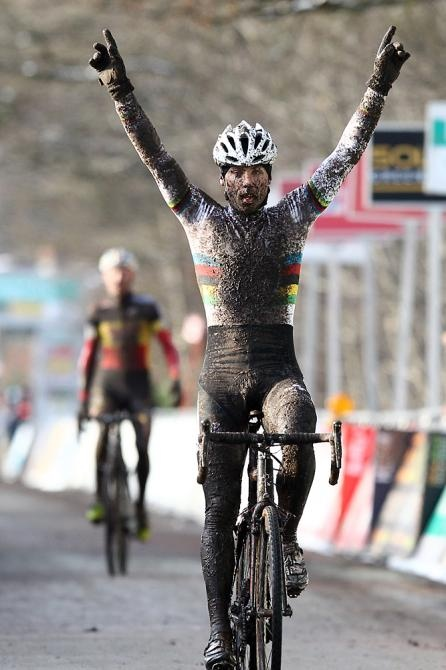 Sven Nys (and the rainbow stripes) are under there somewhere