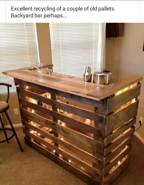 Diy backyard bar made out of pallets...this would be awesome for the basement when we refinish it!