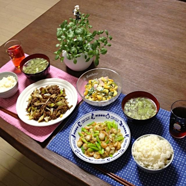 舞茸って、炒め物に最適なキノコだと思うわぁ。食感が良い! (^o^) - 22件のもぐもぐ - 帆立とアスパラガスの生姜炒め、牛肉と舞茸のオイスターソース炒め、マカロニハムサラダ、キャベツの中華スープ、ご飯 by pentarou
