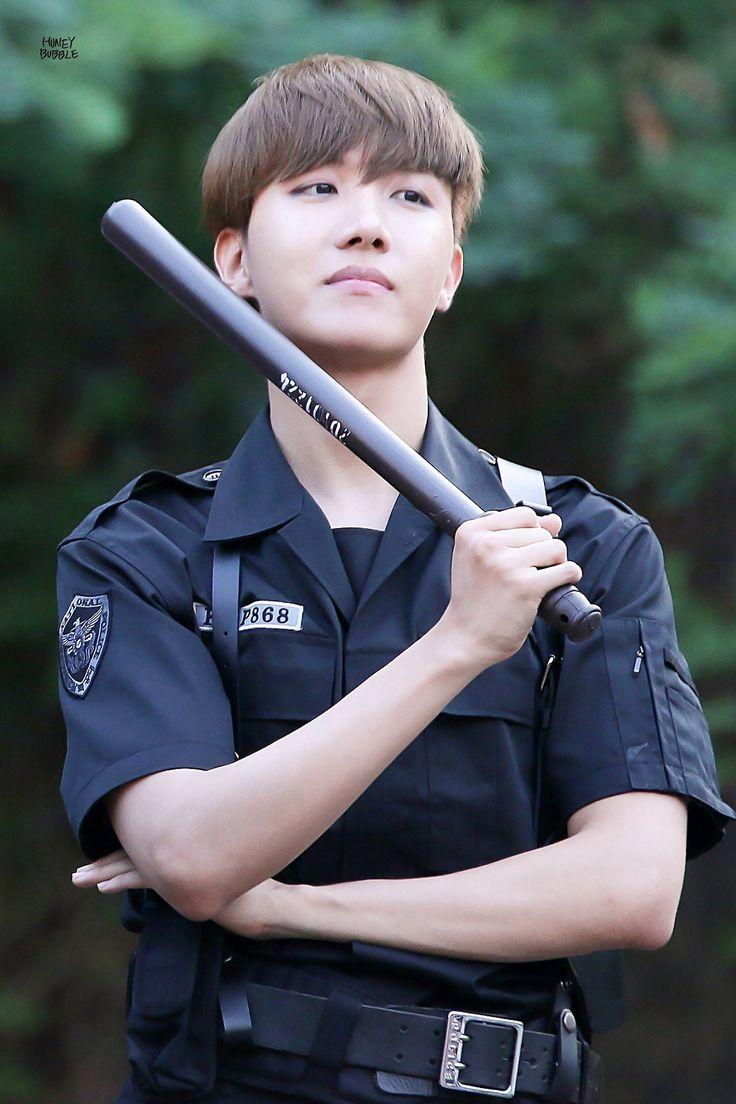 Tô necessitando de um policial desses na minha vida