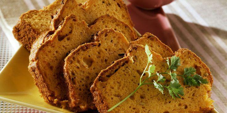 Pain de thon à la coriandre (1 boîte de thon, farine, levure, oeufs, fromage râpé, concentré de tomate, huile d'olive, graines de coriandre)