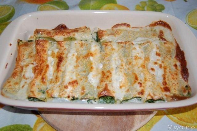 I cannelloni ricotta e spinaci sono un tipico primo piatto tipico della domenica, leggeri e delicati, sono un'ottima alternativa ai cannelloni con il ripieno di carne. Possono