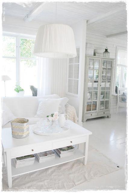 Shabby chic beach house All-white freshness!