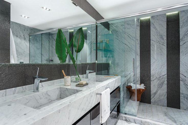 Baño Con Vestidor Incorporado: con la grifería monocomando Hansgrohe 'Puravida' (Barugel Azulay