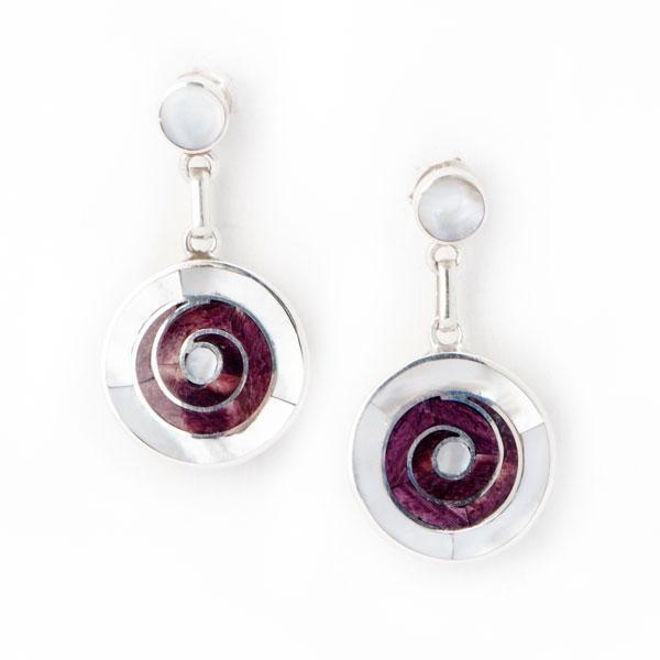 Pendientes Espiral Púrpura Pequeños. Pendientes de plata con incrustaciones en nácar blanco y spondylus morado. www.ccusi.com