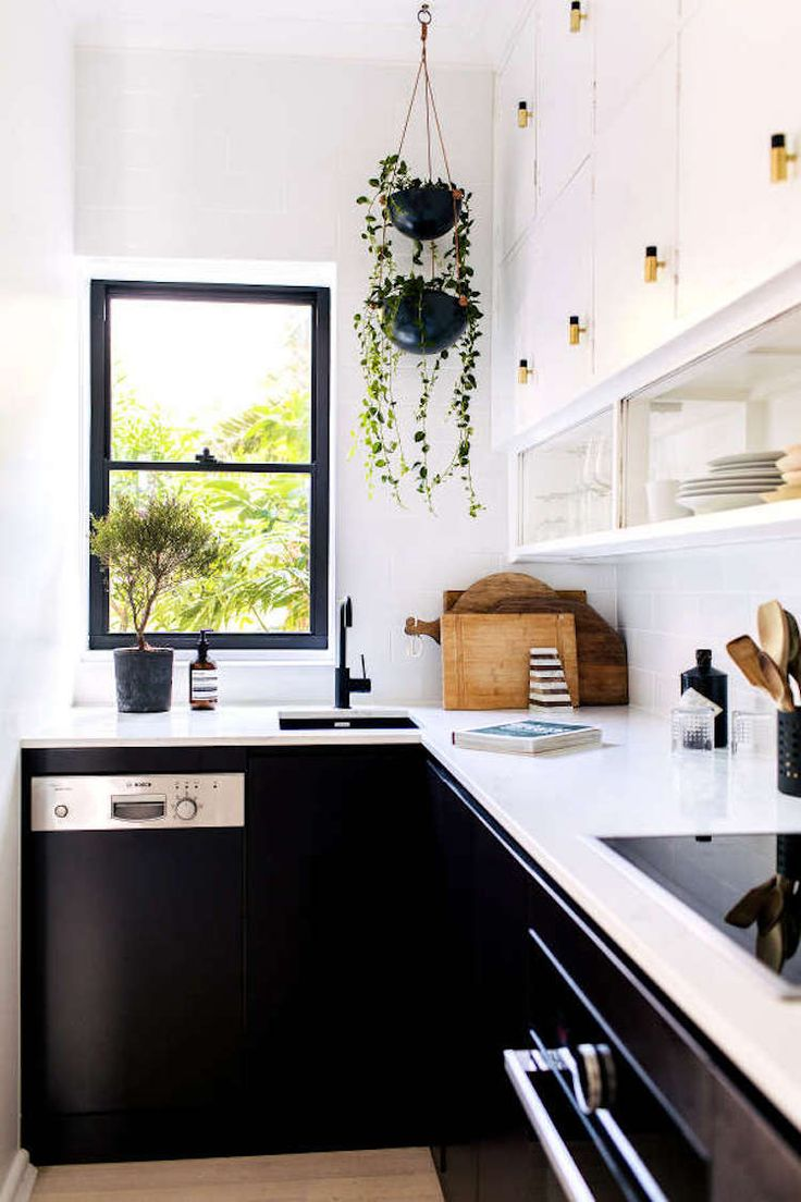Best 25 small white kitchens ideas on pinterest small for Bachelor kitchen ideas