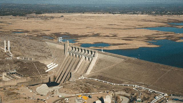California needs rain, and they need it bad. How bad? Just have a look at the GIF above. The first image shows Folsom Lake near Sacramento on July 20, 2011. The second image shows Folsom Lake on January 16, 2014. Notice a difference?