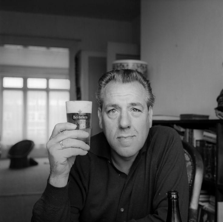 † Ko van Dijk (with a glass of beer/ met een glas bier -Heineken- in Amsterdam in 1964) (July 25, 1916 - May 6, 1978) Dutch actor, and father of actress Linda van Dijk.
