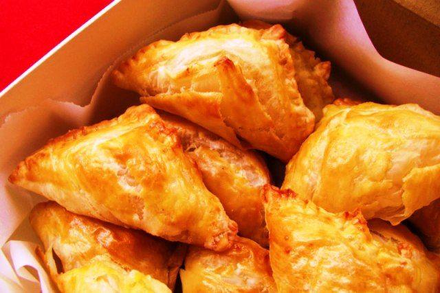 Empanaditas crujientes de pasta filo: con pollo y champis - Recetín