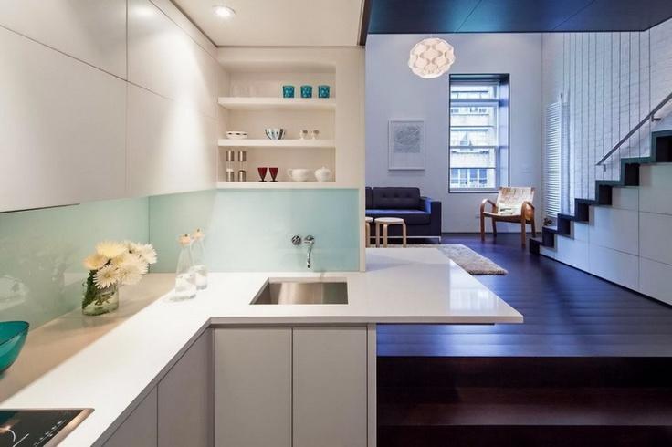 Culoarea albă a mobilierului amplifică senzația de spațiu