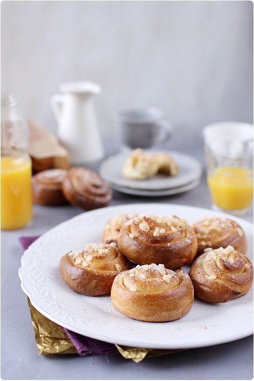 Les Kanelbullars sont des petites brioches en forme d'escargot parfumées à la cannelle. Un délice au petit déjeuner ! C'est une recette traditionnelle des