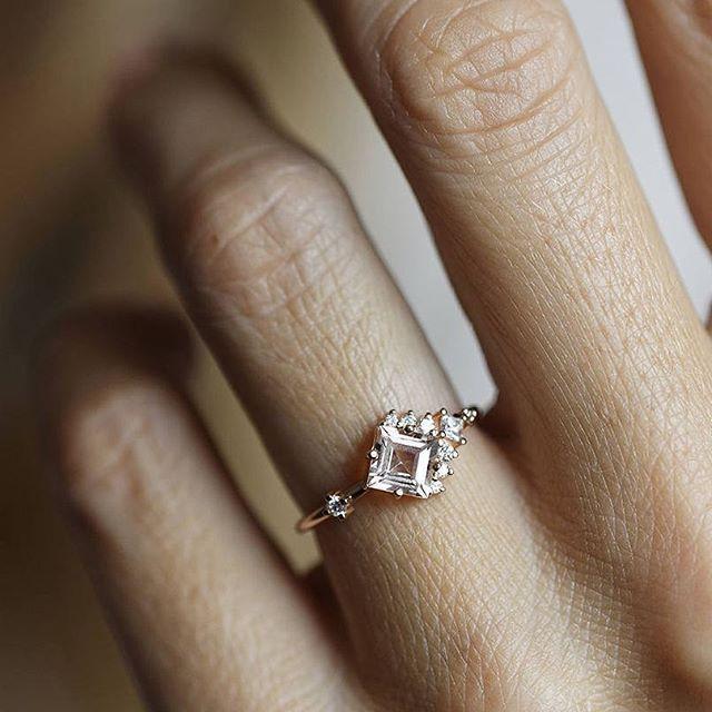 Morganite beauty. Cluster morganite and diamond ring #morganite #diamond #morganiteengagementring #princess #modern #modernring #moderndesign #engagement #engagementday #engagementideas #jewelry #ring #rings #unique #contemporary #artdeco #design #peach #pink #diamonds