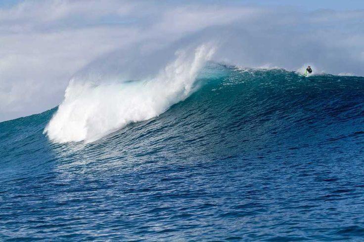 Parte de tu vida no tiene sentido sino eres capaz de regalar un poco de felicidad. Somos agua somos iguales... #mar #sea #agua #water #playa #beach #oceano #ocean #olas #waves #surf #extremo #extreme #hawaii #barrel #oahu Fot.: K. Headrick