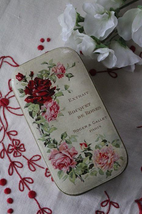"""「フランスアンティーク """"Bouquet de Roses"""" 薔薇の香水箱」ココン・フワット Coconfouato [アンティーク&雑貨] イギリスアンティーク フランスアンティーク アンティーク インテリア 雑貨 収納 小物"""