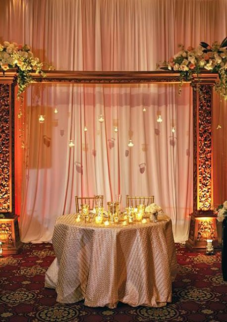 Sweetheart table with votive backdrop. (Design by Lee Forrest Design, photo by: Bumby Photography)