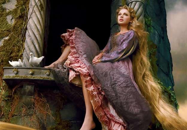 Taylor Swift y otras celebrities se convierten en Princesas Disney. La cantante country ha sido la última en unirse a la colección 'Disney Dream Portrait Series' encarnando a la princesa Rapunzel.