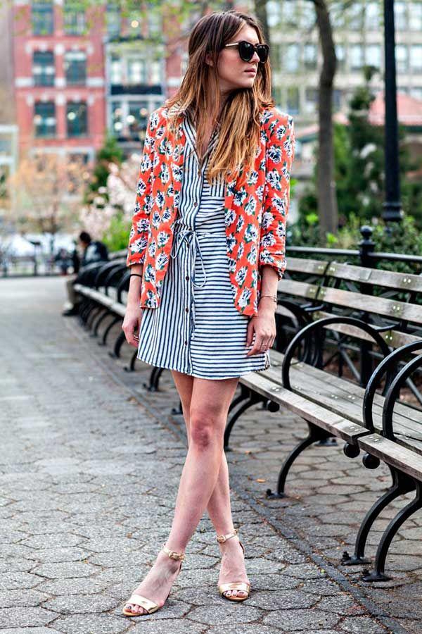 vestido listrado e blazer floral