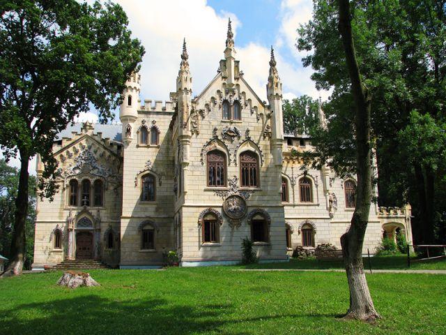 După ce în ultimii ani a construit, prin proiectul Monumente Uitate, cea mai amplă platformă online dedicată castelelor şi conacelor din România, ARCHÉ propune o iniţiativă care să aducă mai aproa...