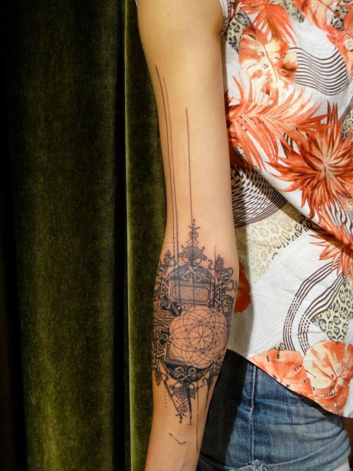 idée de tatouage avant,bras pour femme graphique et abstrait
