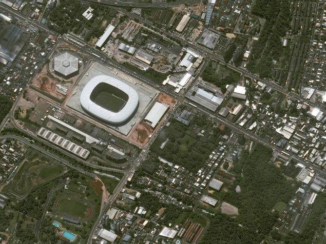 Arena da Amazonia in Manaus, aufgenommen vom Pleiades-Zwillingssatelliten von Airbus Defence and Space (Foto: SpotImage/Astrium/dpa)