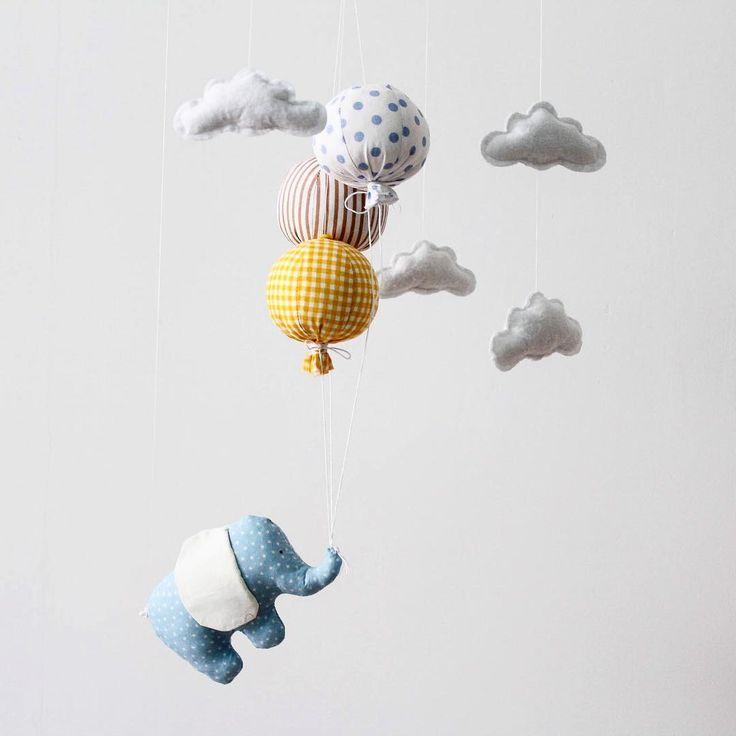 Купить воздушный шар, написать на нем желание и запустить в небо 🎈 Обещают, что сбудется ✨ Верите? Если нет, тогда и не сбудется. А вот если да... Не зря ведь говорят, что наши мысли и позитивна энергия - мощнейший источник волшебства и чудес! Что мы сами создаём и конструируем свою жизни. Да, она сама вносит порой коррективы, но мы сами можем менять направление, выбирать его, ставить цели, задачи, мечтать и достигать. Никто не может обрезать нам крылья, если мы хотим летать.... Парить…