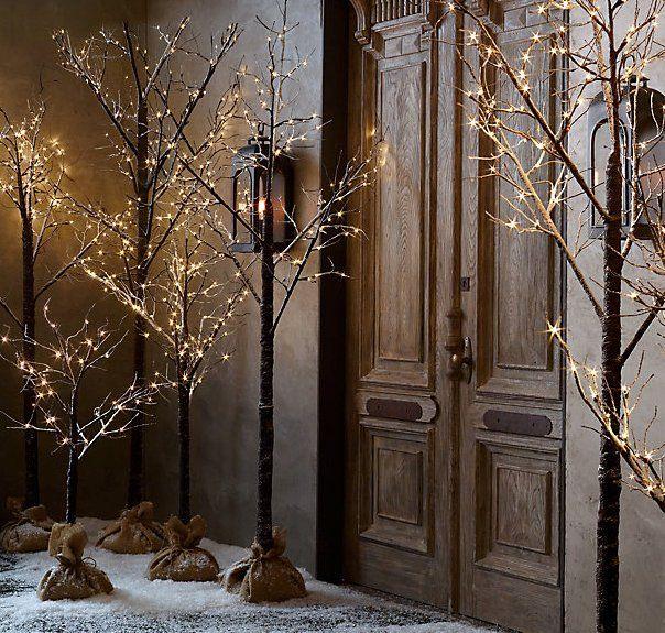 De jolis arbres lumineux pour éclairer l'entrée de sa maison