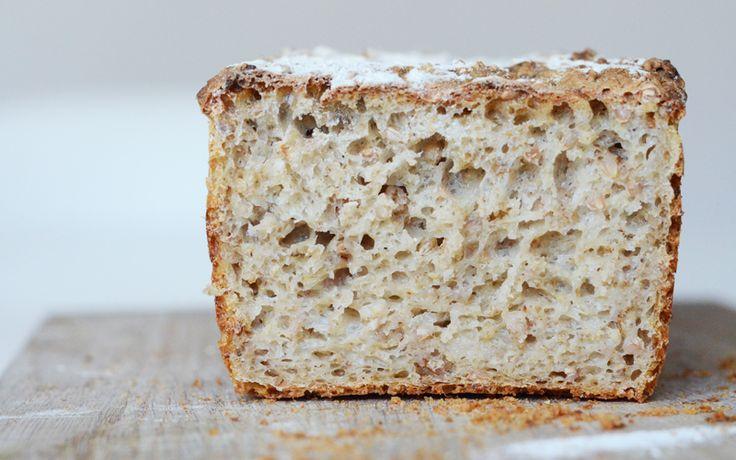 Lyst brød bagt på surdej : Carlas Café