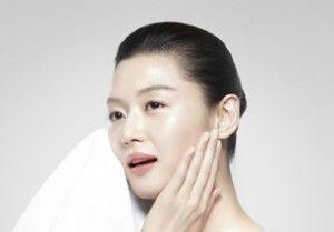 Koreli Kadın ve Doğal Cilt Bakımı Sırları