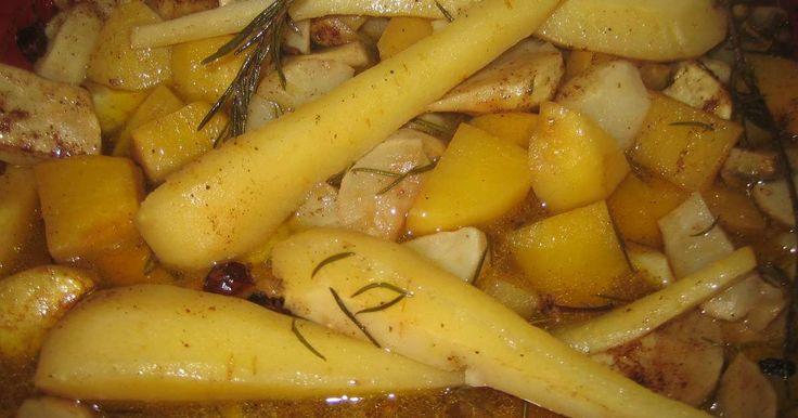 Légumes anciens rôtis au miel et aux épices de noël. Voici une recette très facile à réaliser mettant à l'honneur les légumes anciens.  Les légumes anciens ou légumes oubliés, topinambours, rutabaga, panais, crosne du Japon, Oca du Pérou, cardons, christophine, taro... sont excellent et surprenant de part leurs saveurs, leurs textures.. La recette par emma.cuisine.over-blog.com.