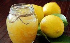 Pokud už vás jahodové či rybízové marmelády omrzely, zkuste připravit rodině překvapení a udělejte marmeládu citronovou. Příprava je rychlá a nekomplikovaná, budete potřebovat jen citrony a cukr.