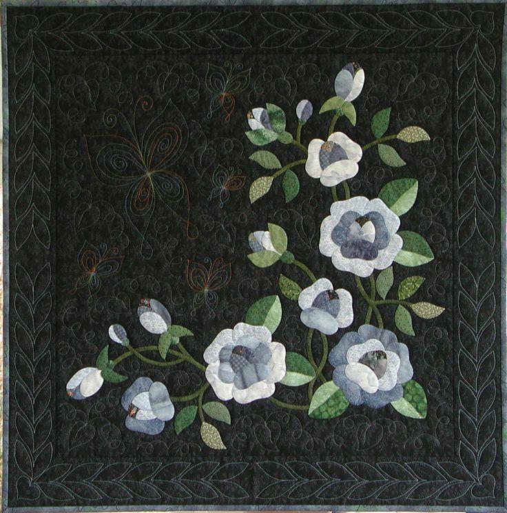 Blue roses quilt made by Eva Johansen DK