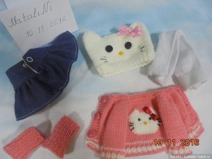 Комплект одежды Hello Kitty для Паолок и ее подружек (32-33 см) / Одежда для кукол / Шопик. Продать купить куклу / Бэйбики. Куклы фото. Одежда для кукол