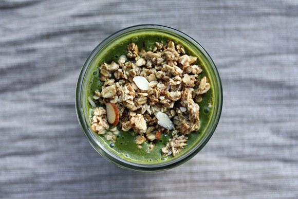 Banana, spinach and oat smoothie