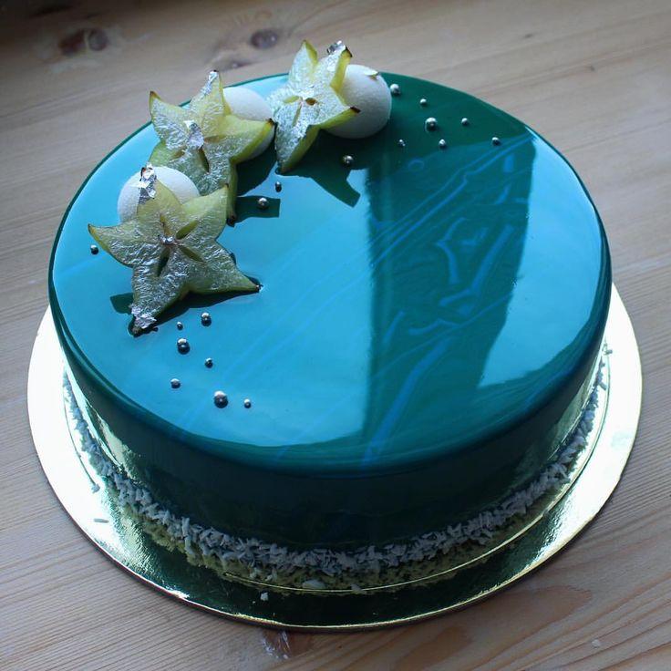 Люблю тортики необычных цветов, пусть кому то не аппетитно, а мне очень даже) торт конечно был мужской и если кто нибудь ел спелую карамболу расскажите как оно на вкус, а то мне еще таковые ни разу не попадались #торт #тортбезмастики #зеркальнаяглазурь #муссовыйторт #туапсе #шоколад #moderncake #cake #silicomart #silicomartprofessional #glaze #chocolate #candybar #pastry #patisserie #entremet #tuapse