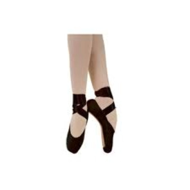 black pointe shoes or pink is so