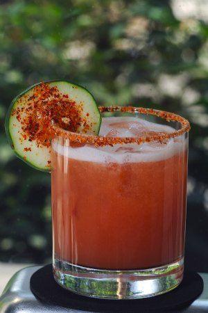 """Coctel elaborado con mezcla """"Ojito de Naranja""""El mezcal es mas antiguo que el tequila."""