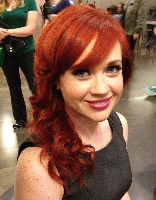 red curly hairstyle for medium hair