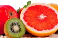 Vitamina C Atentie la exces! Nu mai este de actualitate administrarea sucului de fructe la sugarul sub 6 luni.