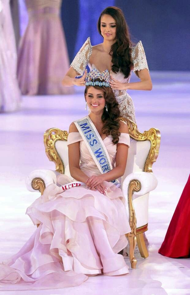 Woooow....what a proud moment...conrats to the beautiful Rolene Strauss..Africa rise up for the beautiful Queen of the world....